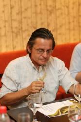 Depois de mais de 30 anos envolvido com o vinho, posso dizer que respiro vinho. Este blog reúne o que penso e sei sobre o assunto.